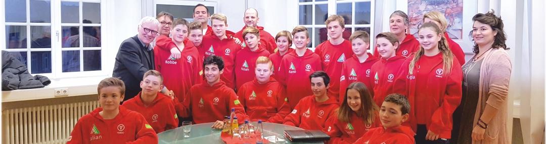 Ehrung der U13 für die Erringung der Deutschen Meisterschaft. durch den Esslinger Sportbügermeister